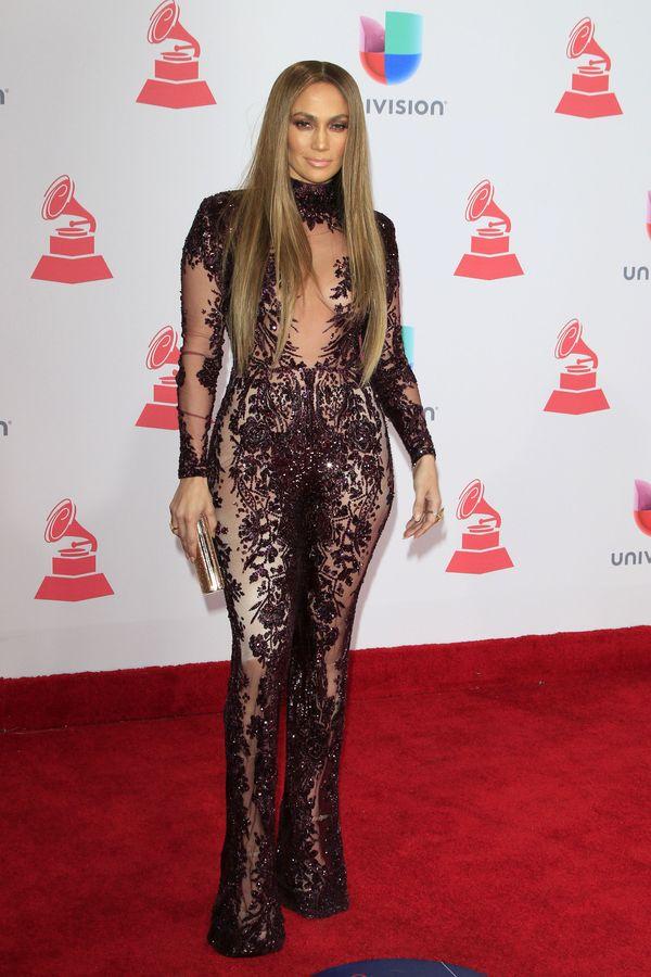 Jennifer Lopez w kreacji od Zuhaira Murada - lepiej niż modelka na wybiegu!