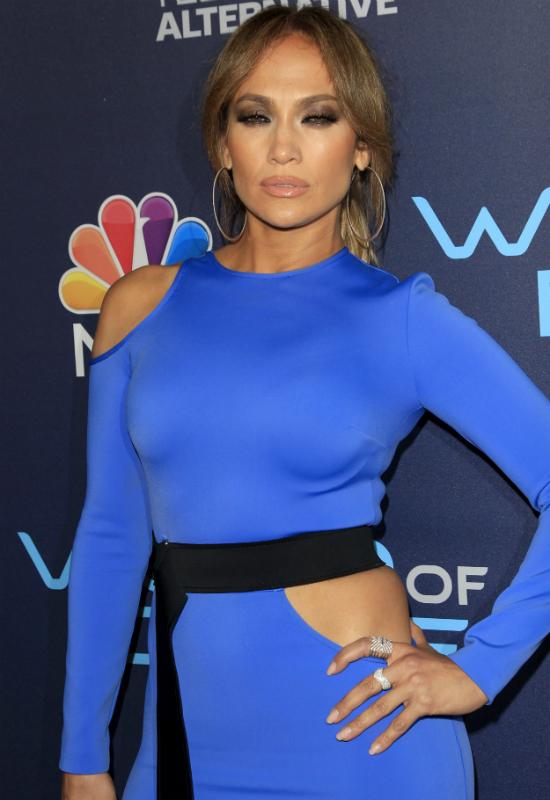 47-letnia Jennifer Lopez przyłapana bez stanika! Skąd pełny makijaż?!