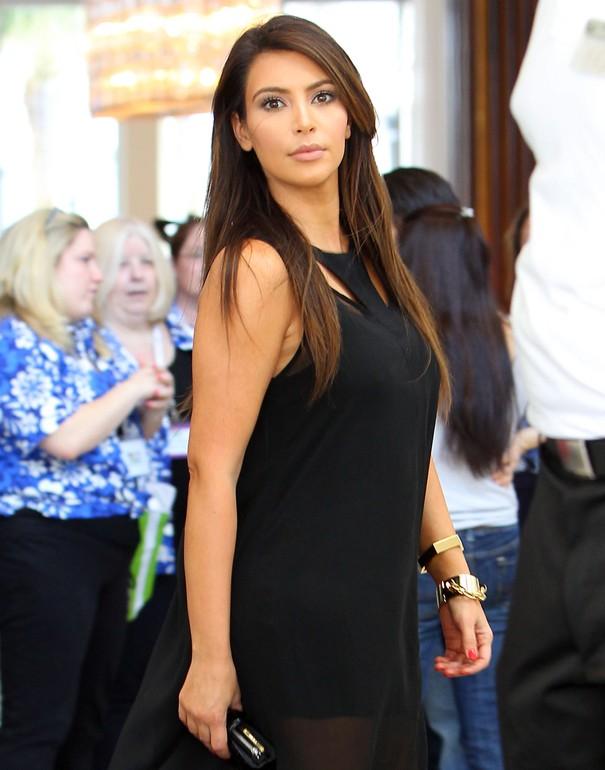 Kim Kardashian w asymetrycznej sukience