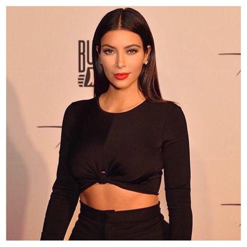 Kim Kardashian w Pradzie na okładce LOVE!