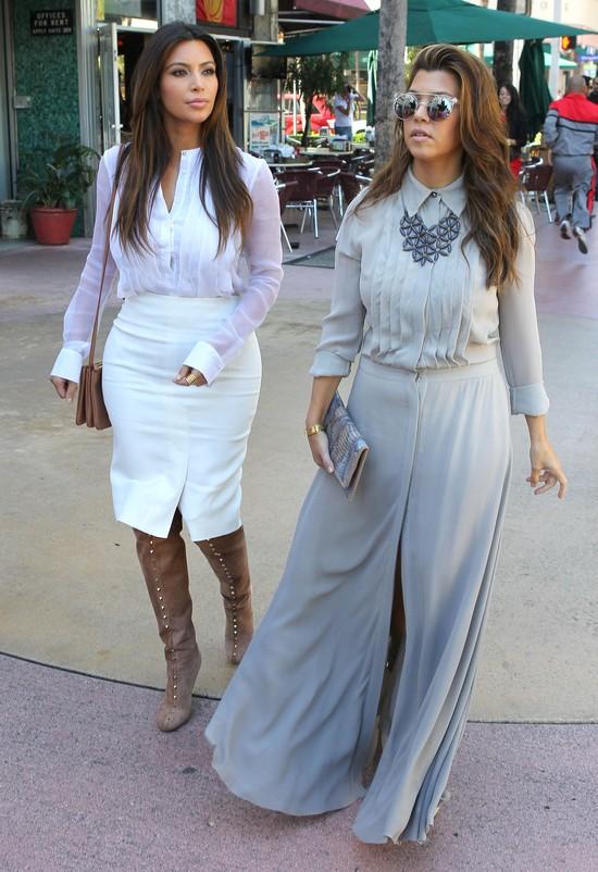 Siostry Kardashian w eleganckich stylizacjach