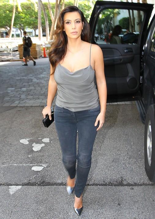Kim Kardashian w bieliźnie na okładce Factice