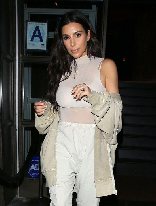 O, nie! Kim Kardashian wskrzesza modę na welurowe dresy (FOTO)