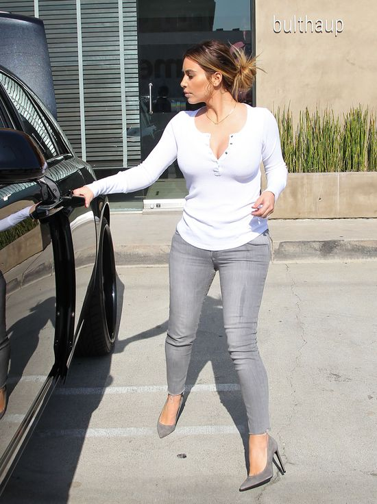 Modna mama - Kim Kardashian? (FOTO)