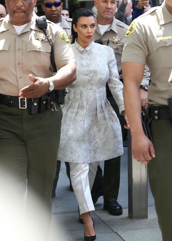 Sądowy szyk Kim Kardashian (FOTO)