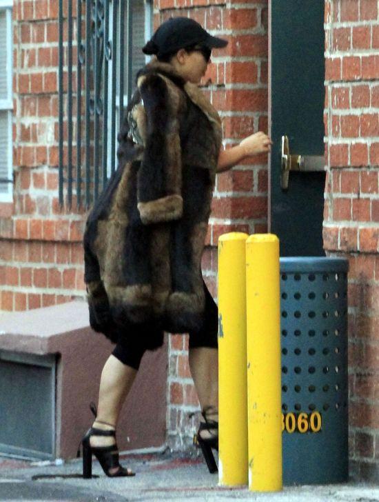 Co się stało z twarzą Kim Kardashian po ciąży?! (FOTO)