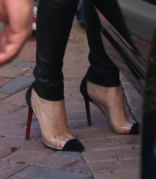 Kim Kardashian poszerzyła się strojem (FOTO)
