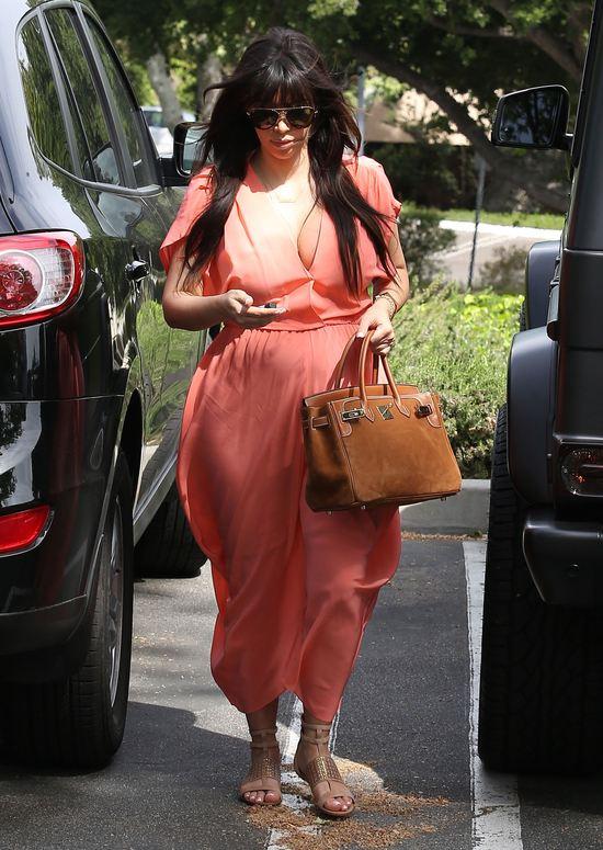 Kolejne dwie ciążowe stylizacje Kim Kardashian (FOTO)