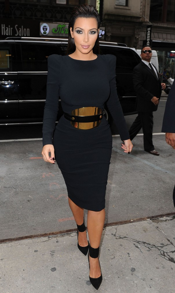Kim Kardashian w czerni