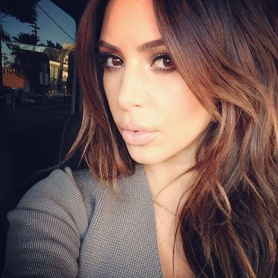 Kim Kardashian znowu jest brunetką! (FOTO)