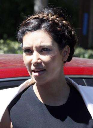 Kim Kardashian w czarno-białym zestawie