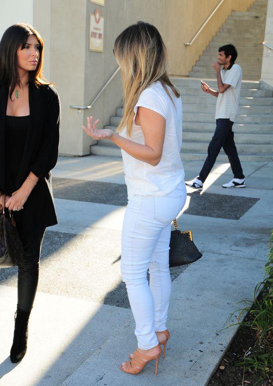 Kim Kardashian w podartych jeansach (FOTO)