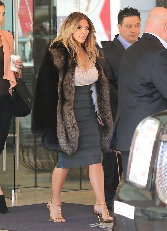 Kim Kardashian  założyła spódnicę sprzed ciąży (FOTO)