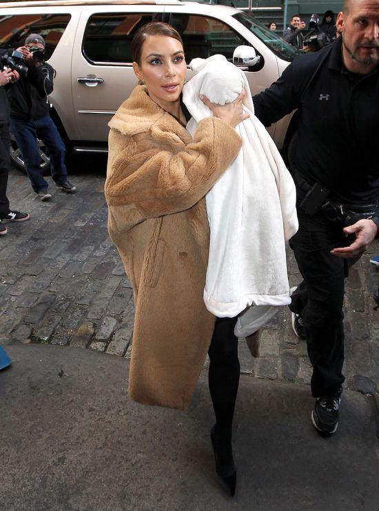 Kim Kardashian błysneła dekoltem (FOTO)