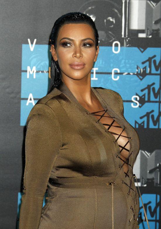 SZOK! Kim Kardashian śpi w makijażu i wyjaśnia dlaczego