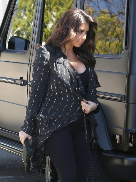 Wreszcie udana ciążowa stylizacja Kim Kardashian (FOTO)