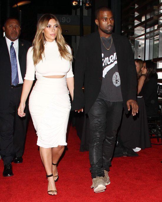 Kim Kardashian bryluje na salonach (FOTO)