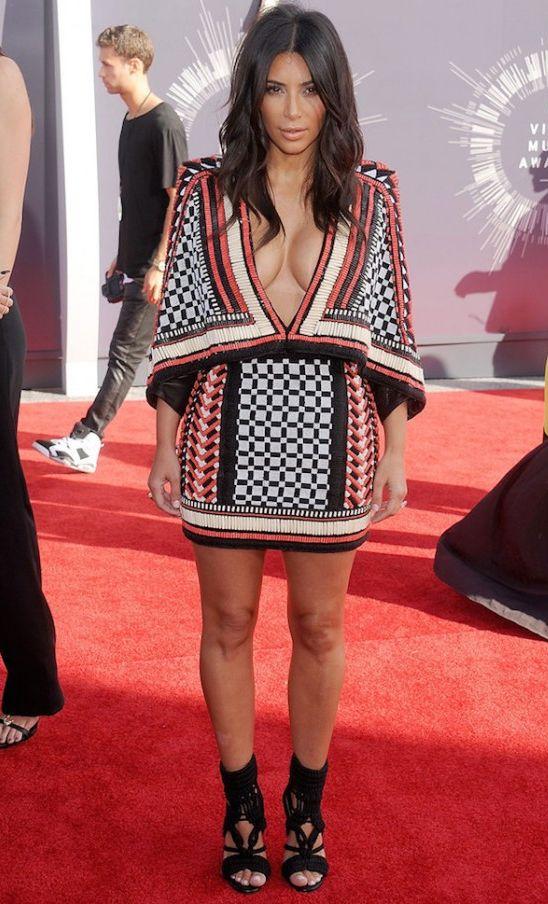 Alessandra Ambrosio w takiej samej kreacji co Kim Kardashian