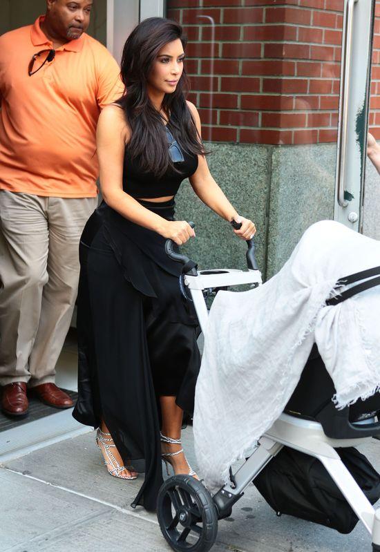 Kim ponownie w seksownej czerni (FOTO)