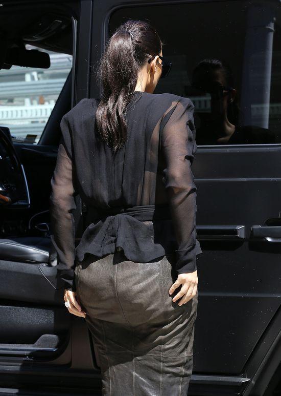 Co się stało z pupą Kim Kardashian?! (FOTO)