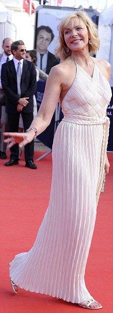Kim Cattrall  - bogini w bieli