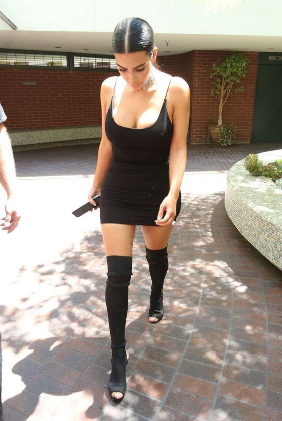 Kim Kardashian pomyliła koszulkę z sukienką (FOTO)