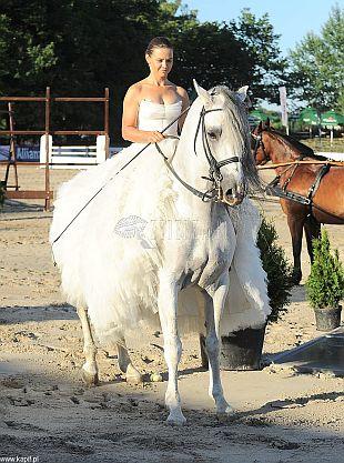 Kinga Rusin i Kaja Śródka w sukniach ślubnych