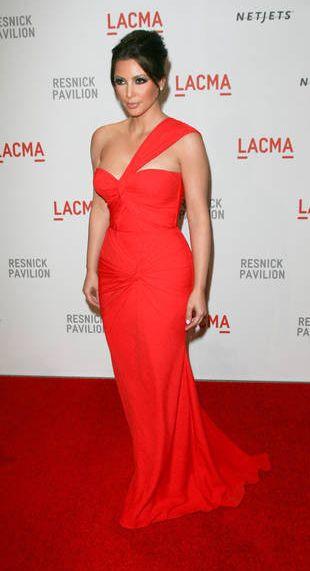 Kim Kardashian w asymetrycznej sukni Georgesa Hobeika