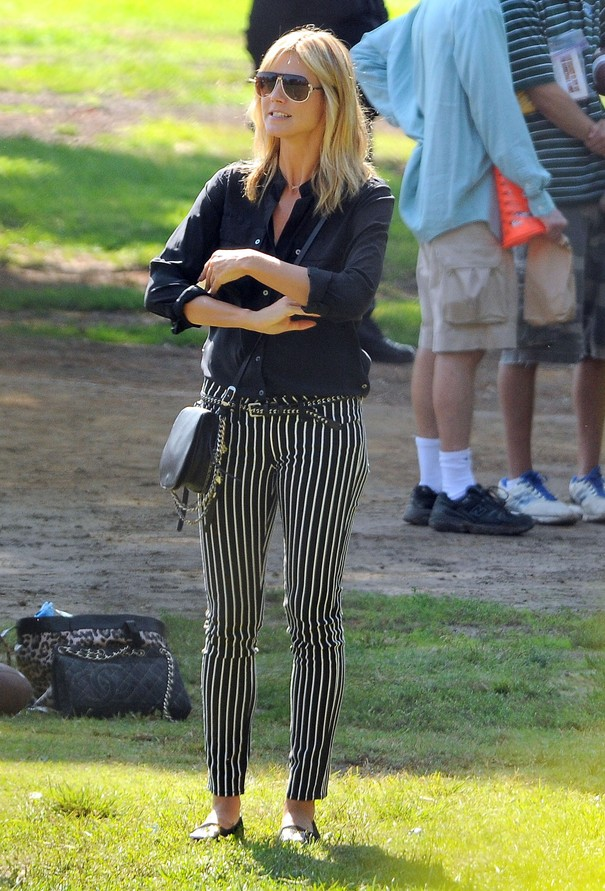 Heidi Klum w spodniach w paski