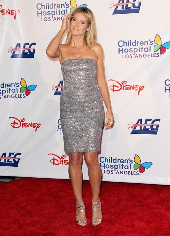 Heidi Klum w błyszczącej sukience