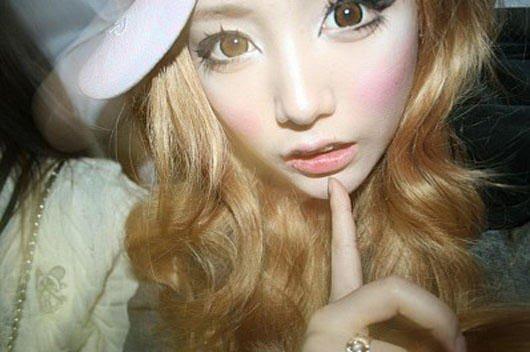 SZOK! Ta Koreanka nie zmywała makijażu przez 800 dni!