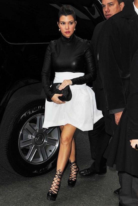 Fatalna stylizacja Kourtney Kardashian (FOTO)