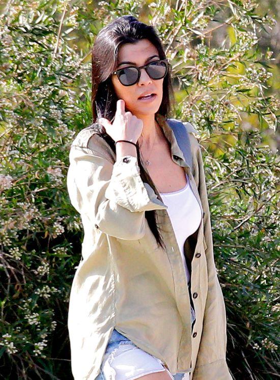Przy figurze Kourtney Kardashian Kim może się SCHOWAĆ