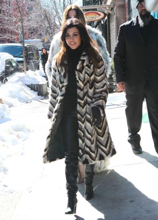 Siostry Kardashian w komplecie na zakupach (FOTO)