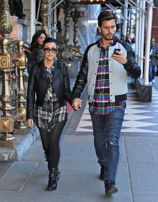 Kourtney Kardashian w czarnej ramonesce (FOTO)