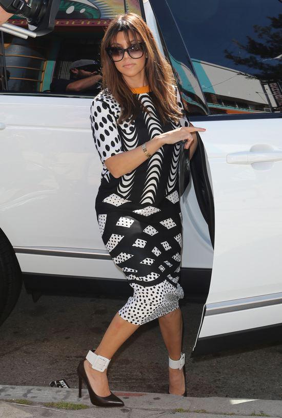 Kourtney Kardashian w sukience Asos (FOTO)