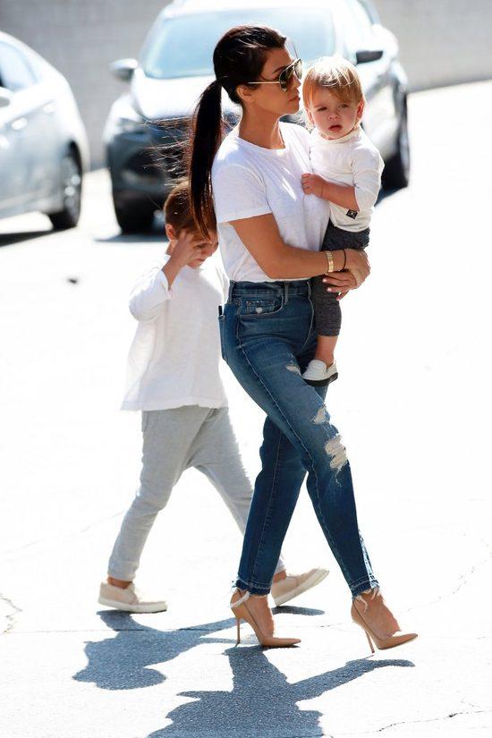 Kourtney Kardashian stawia na minimalizm i wygląda rewelacyjnie