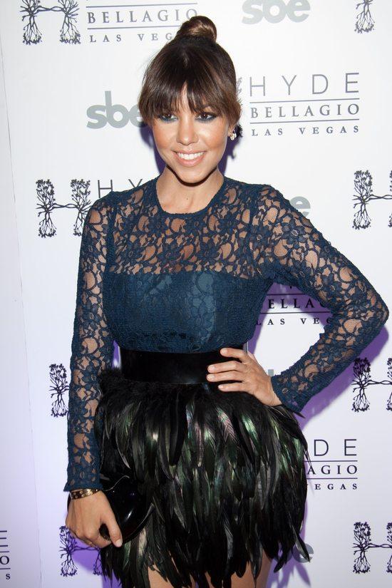 Kourtney Kardashian w spódnicy z piór (FOTO)