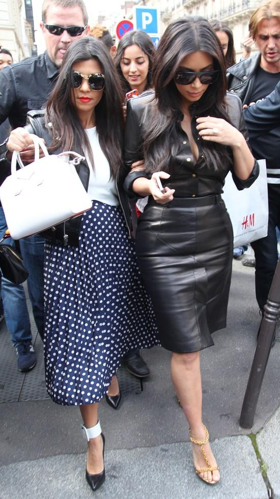 Wiemy, gdzie Kourtney Kardashian kupiła tę spódnicę