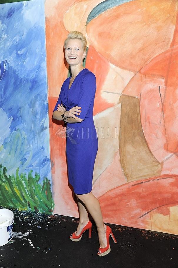 Małgorzata Kożuchowska w kobaltowej sukience