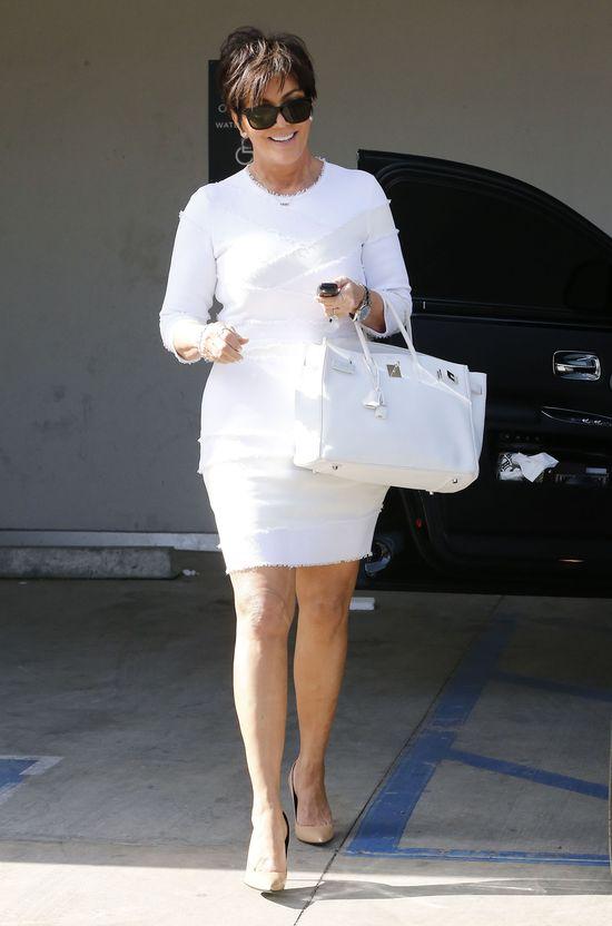 Kim Kardashian w bieli i perłach - jak dama? (FOTO)