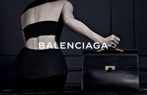Kristen McMenamy w kampanii domu mody Balenciaga