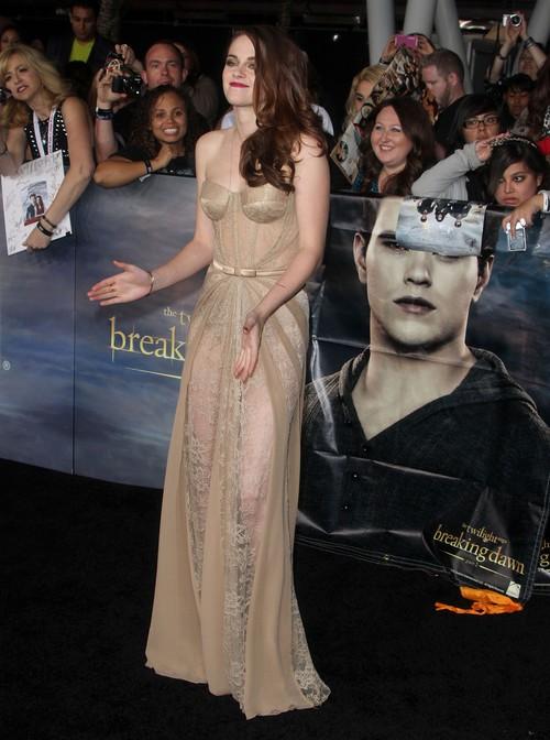 Kristen Stewart przesadziła z prześwitami (FOTO)