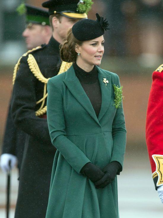 Księżna Catherine w płaszczu z kolekcji Emilia Wickstead