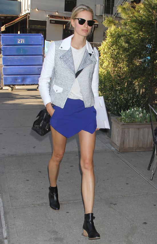 Julianne Hough w jeansowej sukience