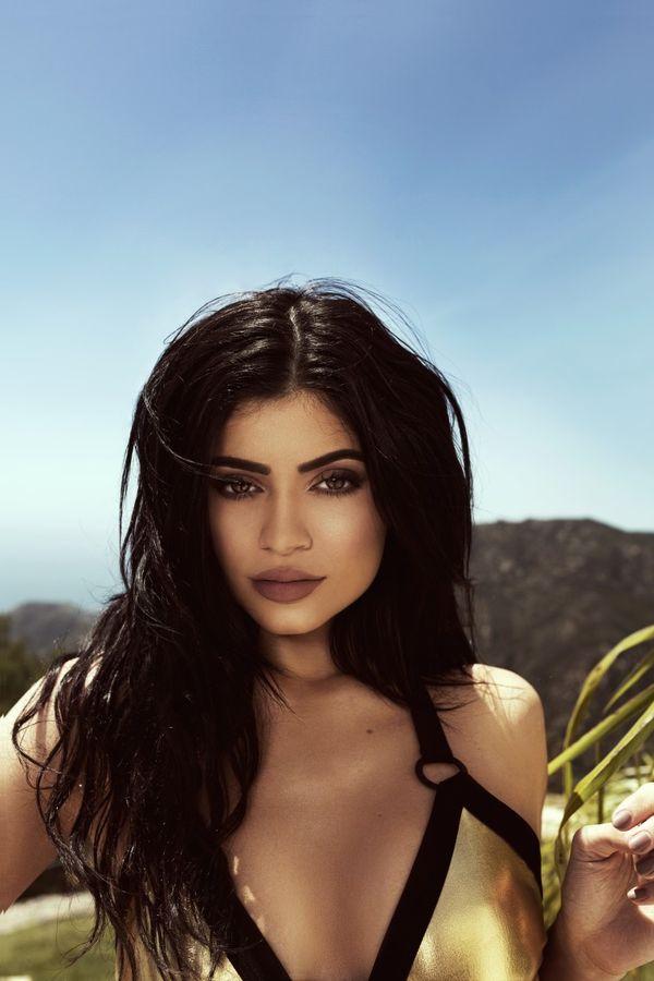 Czy Kylie i Kendall Jenner chodzą na plażę w makijażu?