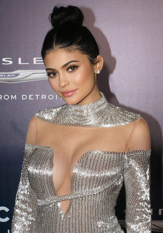 Tak... Biust Kylie Jenner to teraz jej główny atut promocyjny (INSTAGRAM)