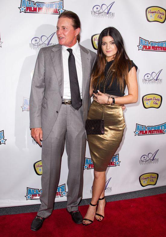 Kylie Jenner w złotej spódnicy (FOTO)