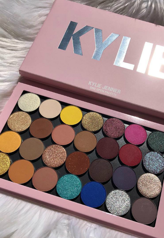 Kylie Cosmetics zaprezentowało 28 pojedynczych cieni!