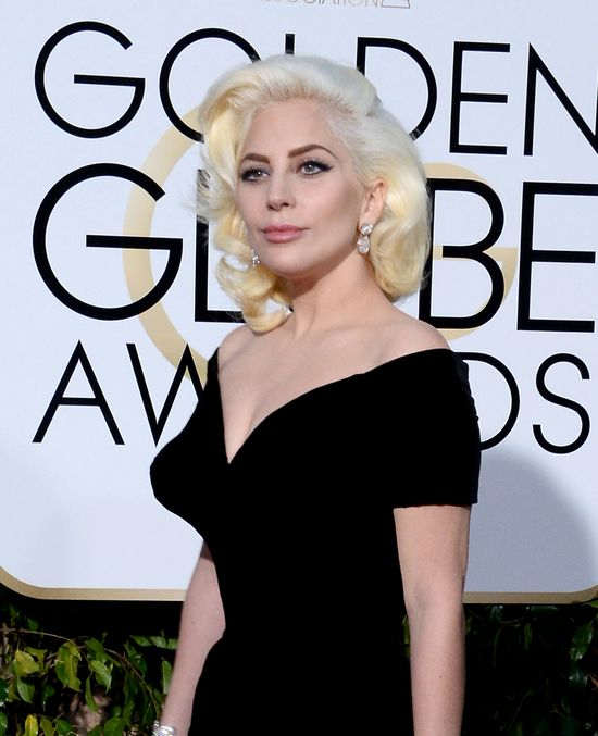 Lady Gaga na rozdaniu Złotych Globów niczym Marilyn Monroe